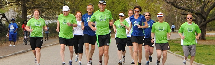 Jeff Galloway leading a group of marathon runners in training